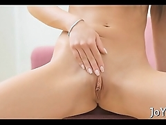 Solo hottie stretches pink pussy