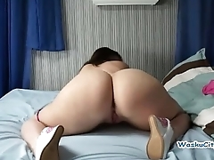Shaking Her Big Ass - American Slut