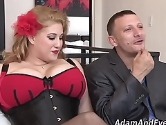 Plump ho in corset facial