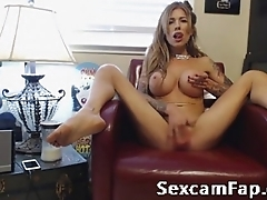 Sexy MILF plays with herself On cam