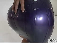 Doxy shakes her curves during sex